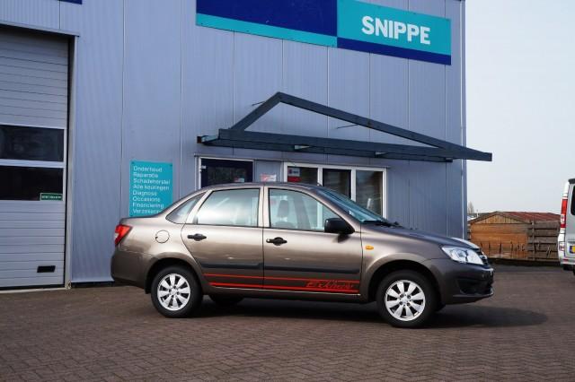 LADA GRANTA 1.6 8V met Prins gasinstallatie. Autobedrijf Snippe, Nieuwlande