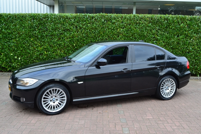 BMW 3-SERIE 318d 2.0D Executive/Navi Prof/17