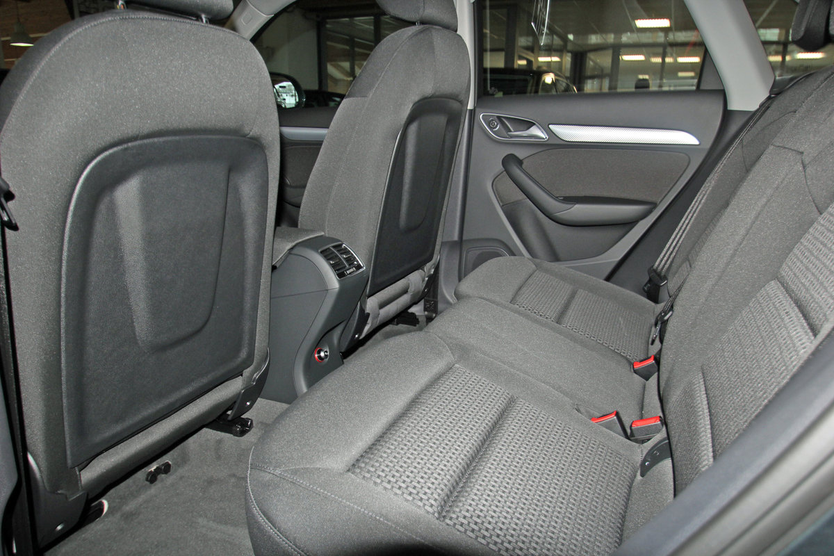 AUDI Q3 2.0 TFSI quattro S-Tronic, AHK, Kamera, LED, Navi, el. Heckklapp Auto Niedermayer B2B, D-94362 Neukirchen