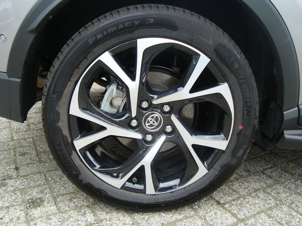 TOYOTA C-HR 1.8 Hybrid Bi-Tone Plus Toyota Wagemaker, 7324 AZ Apeldoorn