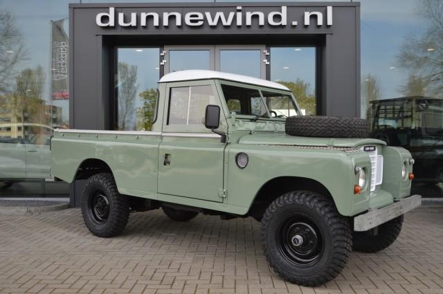 LAND ROVER 109 Series 3 109 Gerestaureerd/ Oldtimer/ Nederlands kenteken Autobedrijf Dunnewind, Ommen
