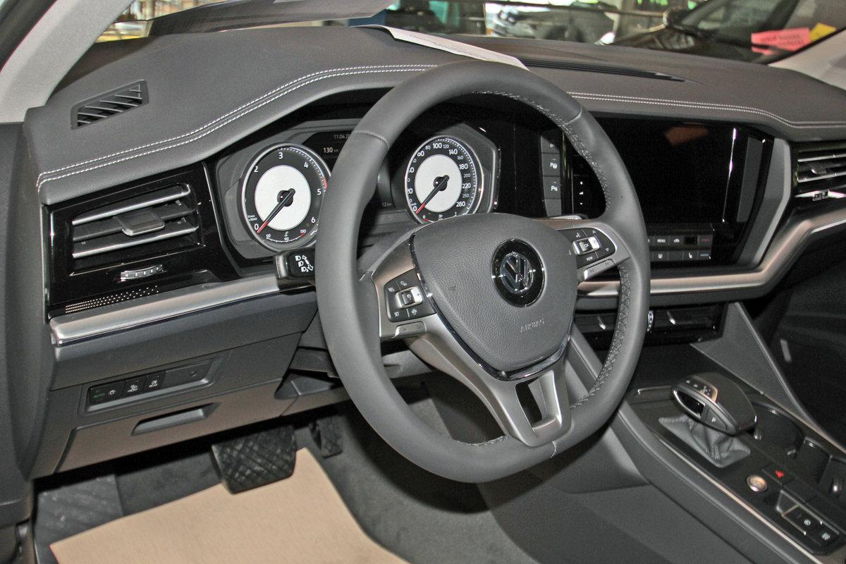 VOLKSWAGEN TOUAREG 3.0 TDI V6 4-Motion Elegance, AHK, Leder, 5 Jahre Garantie Auto Niedermayer B2B, D-94362 Neukirchen