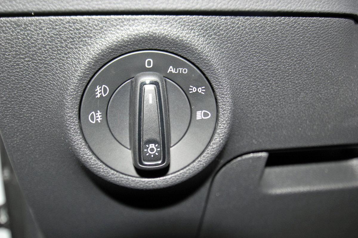 SKODA KAROQ 1.6 TDI Ambition, AHK, Kamera, Navi, DAB, Sitzheizung, sofort Auto Niedermayer B2B, D-94362 Neukirchen