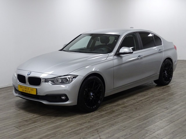 Bmw 3 Serie 318i sedan high executieve/ leer/ navi foto 18